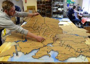 изготовление карты украины из пробки